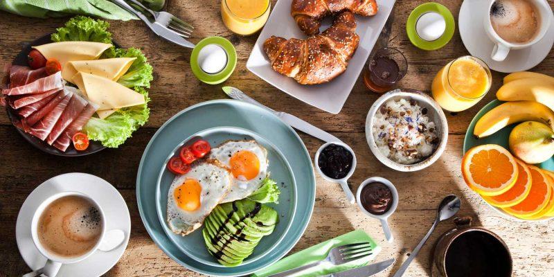 Gedeckter Frühstückstisch, Essen und Trinken. © karepa - Fotolia #104314143
