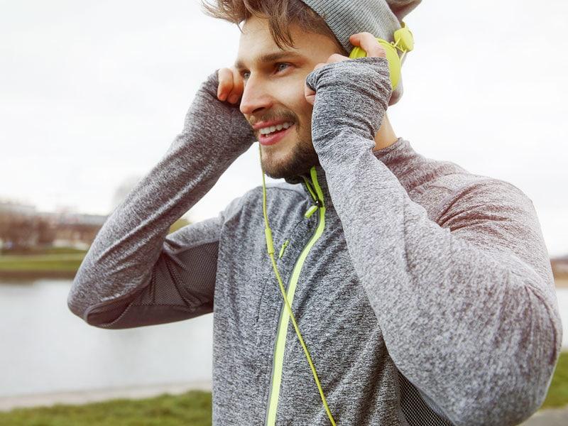 Sportler im Freien, Jogger mit Musik. Foto: © Anna Bizon, #39465635 123rf.com