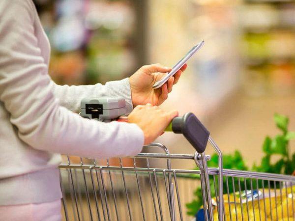 Einkauf mit Foodfibel Ernährungs-App, Foto: © ldprod, #27723317 123rf.com .