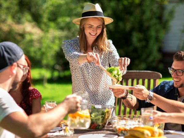 Freude beim Essen. Essen im Sitzen. ©  dolgachov 123rf.com .