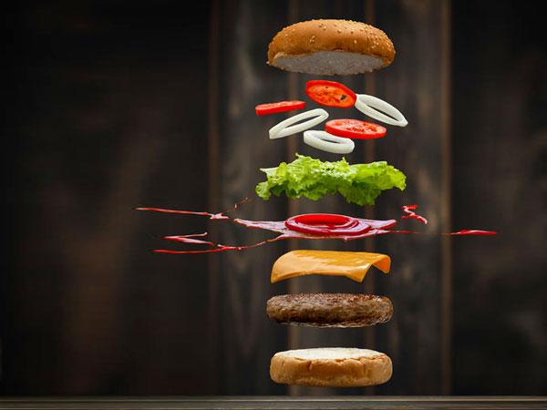 Burger Zutaten frei schwebend. © Kidsada Manchinda  123rf.com.