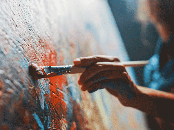 Malerei mit Ölfarbe. © Gorodenkoff, shutterstock.com.